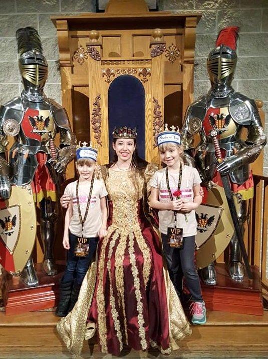 medievaltimesqueen(1).jpg.jpe