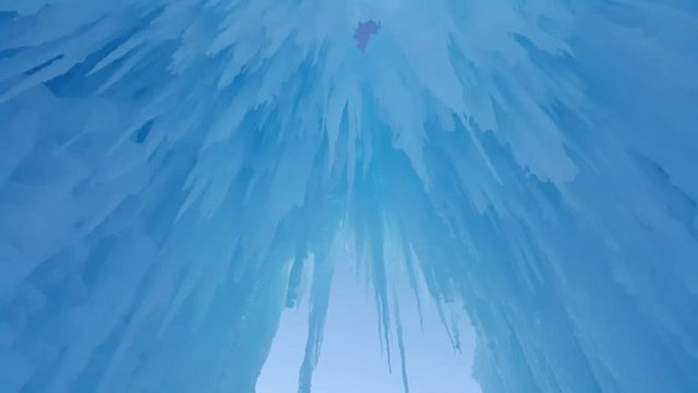 ice_castle_ceiling-768x432.jpg.jpe