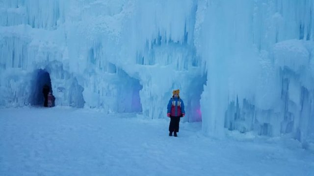 ice_castle_day-768x432.jpg.jpe