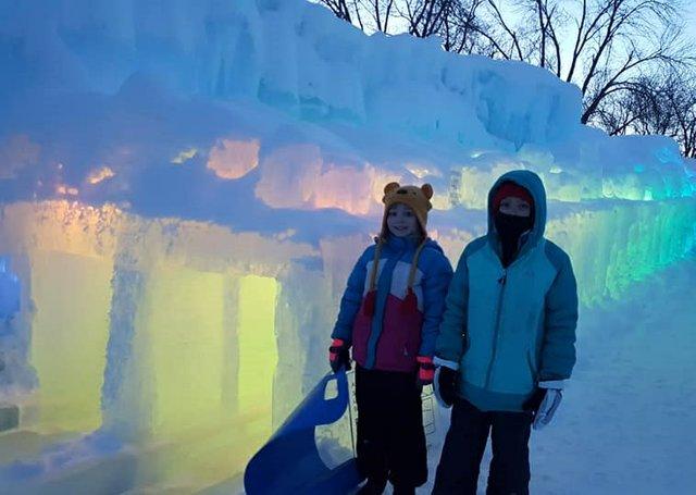 ice_castle_slide_daytime.jpg.jpe