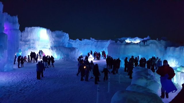 ice_castle_night_wide-768x432(1).jpg.jpe