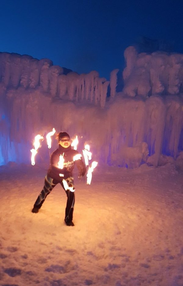 ice_castle_fire_show_2-655x1024.jpg.jpe