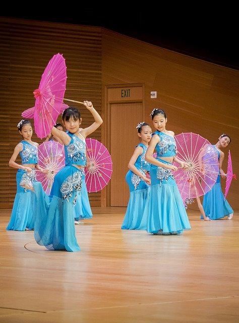 bluedancers.jpg.jpe