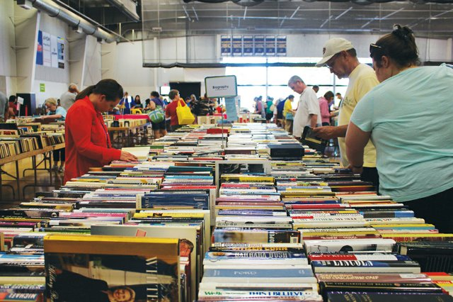 imagesevents28423FRIENDS-17-book-sale-image-jpg.jpe