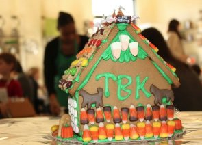 imagesevents30556GingerbreadHauntedHouseevent1-png.png
