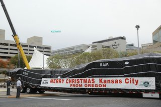 Crown Center Mayor's Christams Tree Arrival.png
