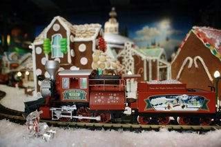 gingerbread_village_crown_center.jpg