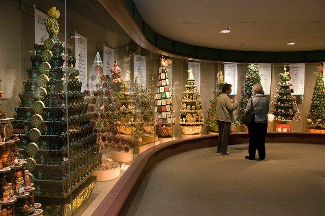 hallmark_visitors_center_christmas.jpg