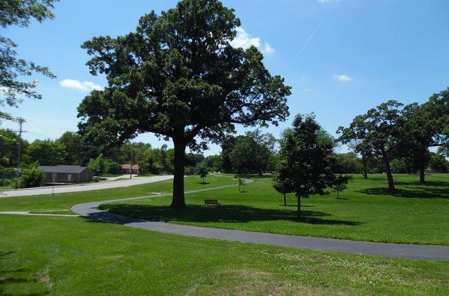 oak-grove-park-trail.jpg