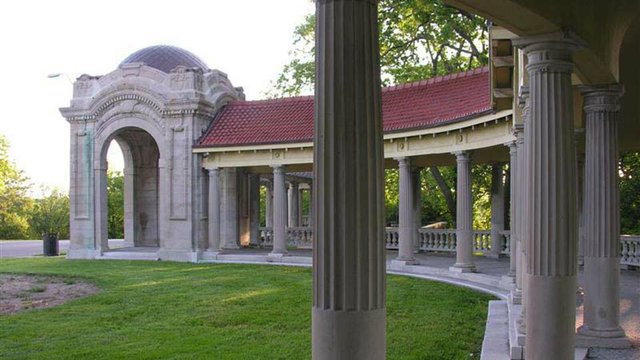 Colonnade in the Concourse 2.jpg