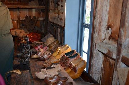 woodenshoes.jpg.jpe