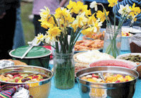 pot-luck-table-setting.png