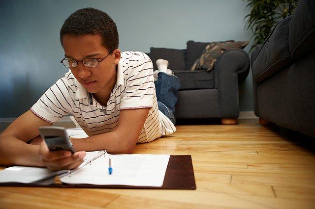teenboytexting.jpg.jpe