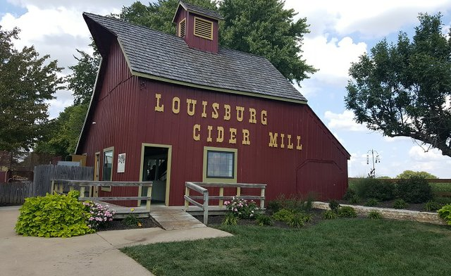 louisburgcidermill2018.jpg.jpe