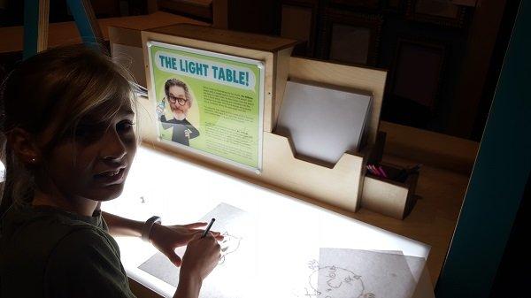mo_willems_light_table.jpg.jpe