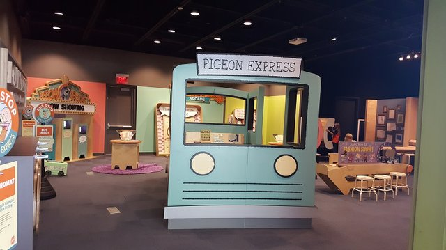 mo_willems_exhibit_topeka.jpg.jpe